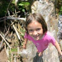 Kind in de waterloop