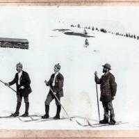 Dr. Pilet laat de leden van de skiclub Todtnau zien hoe ze moeten skiën