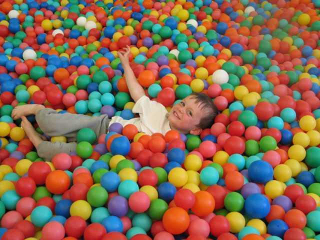 الكرة حفرة الأسرة متنزه مضحك العالم