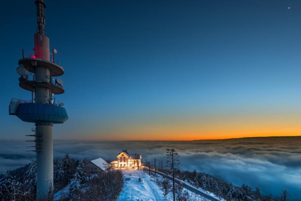 Montagne panoramique de Hochblauen dans le sud de la Forêt-Noire